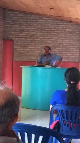 Luis predicando